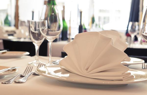 Tischwaesche Bettwaesche Textilpflege Leitgeb Tisch
